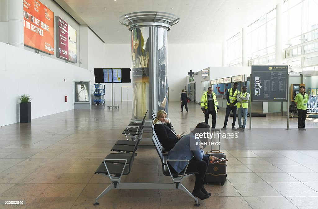 Passengers wait at the departure hall of Brussels Airport in Zaventem on May 1, 2016, after it was badly damaged in twin suicide attacks on March 22, that killed 16 people. A total of 32 people were killed and more than 300 wounded in coordinated suicide bombings at the airport and a metro station in central Brussels on March 22 in Belgium's worst ever terror attacks. / AFP / JOHN