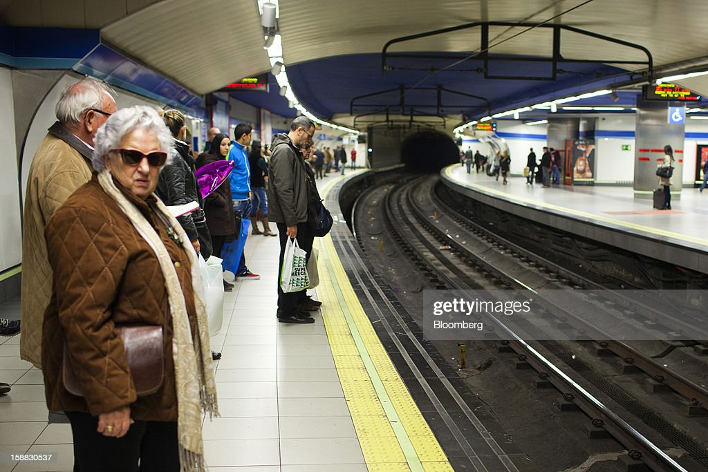 Passengers wait for a train on a metro station platform in Madrid, Spain, on Saturday, Dec. 29, 2012. Spain's economic activity kept falling in the fourth quarter, Bank of Spain says. Photographer: Angel Navarrete/Bloomberg via Getty Images