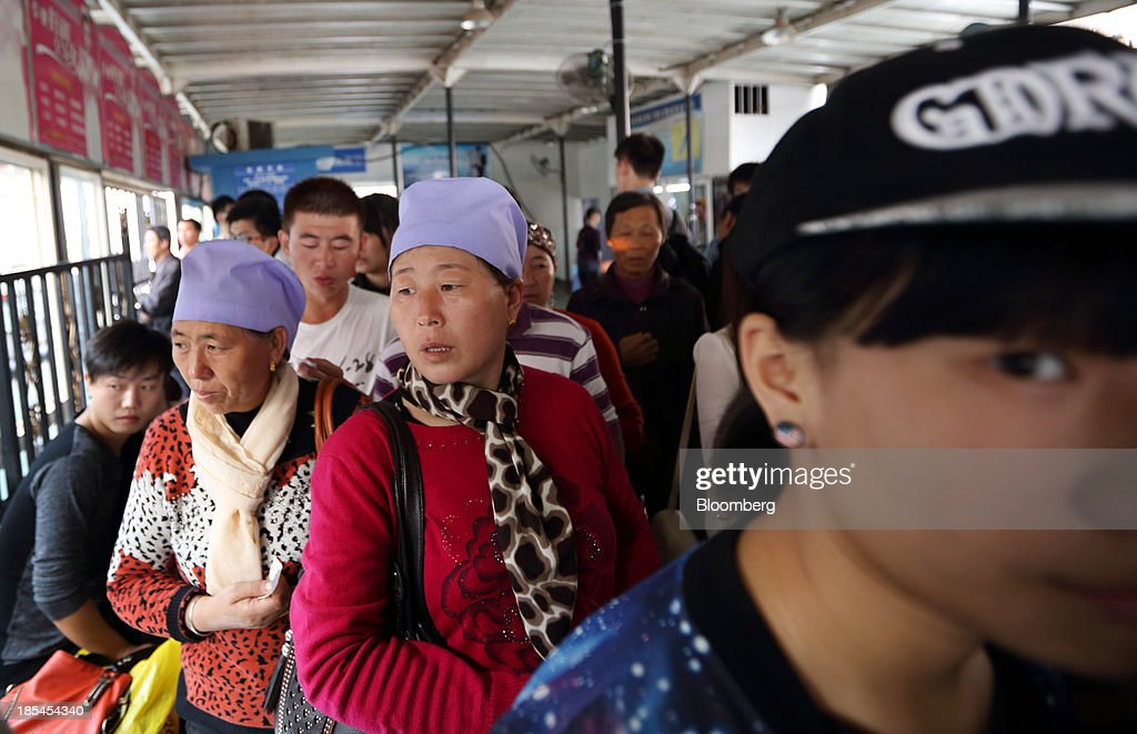 Passengers wait to board a ferry on the Chang Jiang river in Wuhan, China, on Sunday, Oct. 20, 2013. China's economic expansion accelerated to 7.8 percent in the third quarter from a year earlier, the statistics bureau said Oct. 18, reversing a slowdown that put the government at risk of missing its 7.5 percent growth target for 2013. Photographer: Tomohiro Ohsumi/Bloomberg via Getty Images