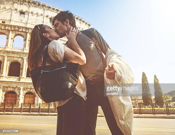 Passionné baiser devant le Coliseum