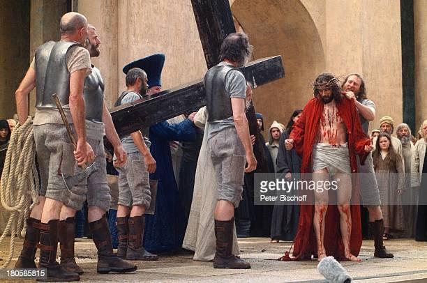 Passionsfestspiele Oberammergau 'Maria'' Jesus' 'Soldaten' 'ViaDolorosa' 'Kreuzweg' Bühne AuftrittDornenkrone Kreuz