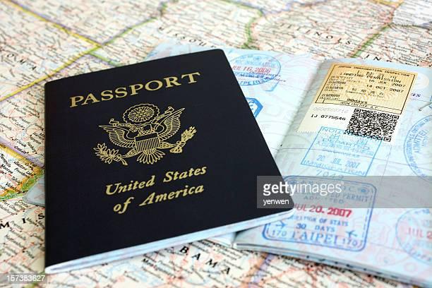 パスポートとビザスタンプ