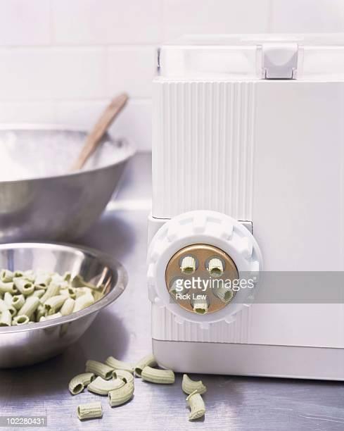 Pasta machine with pasta