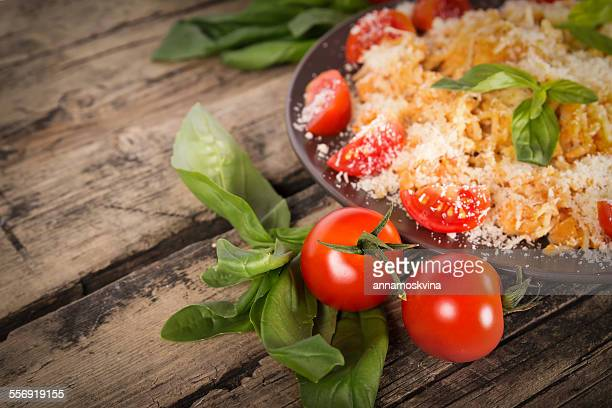 Pasta with chicken, tomato, basil and cheese