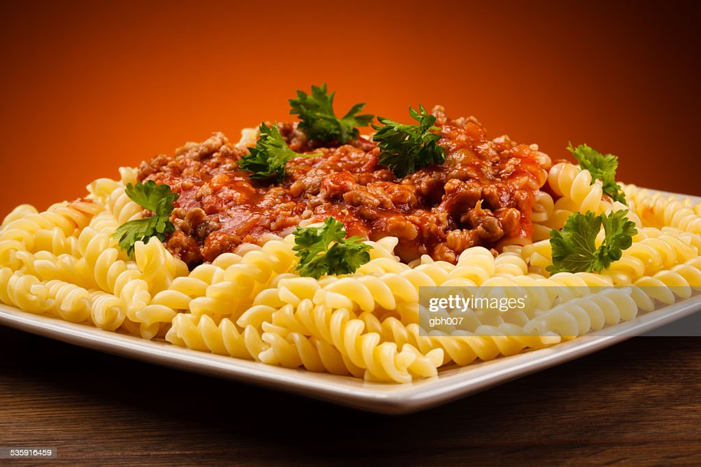 Carne y Pasta con salsa de tomate y queso parmesano : Foto de stock