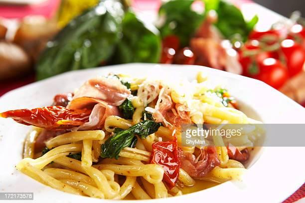 Massa, tomate, Espinafre e Presunto parma