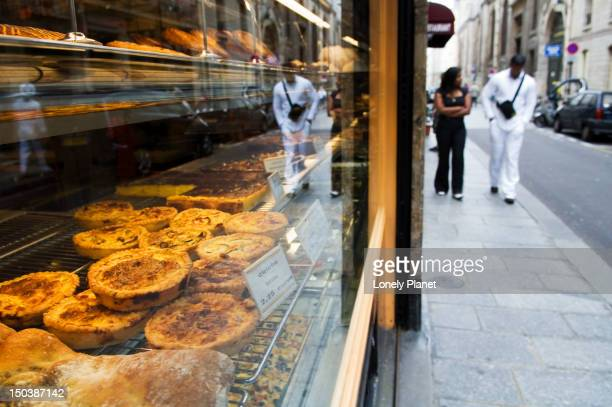 Pastry shop in Rue St-Louis en I'lle in Marais.