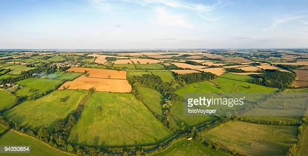 Pâturage patchwork, les fermes et les champs