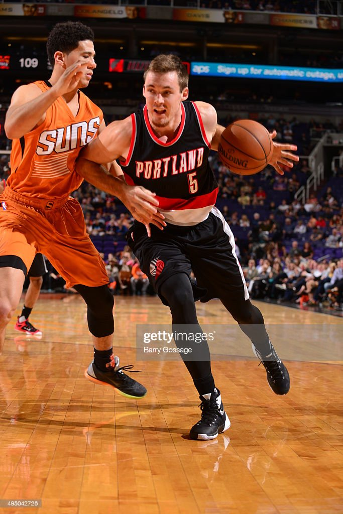 <a gi-track='captionPersonalityLinkClicked' href=/galleries/search?phrase=Pat+Connaughton&family=editorial&specificpeople=8664629 ng-click='$event.stopPropagation()'>Pat Connaughton</a> #5 of the Portland Trail Blazers drives to the basket against the Phoenix Suns on October 30, 2015 at Toyota Center in Houston, Texas.