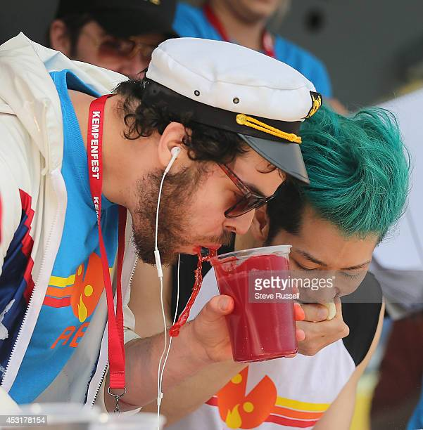 BARRIE ON AUGUST 4 Pat 'Deep Dish' Bertoletti from Chicago splashes KoolAid as he and Takeru Kobayashi eat bite for bite Kobayashi defends his pizza...