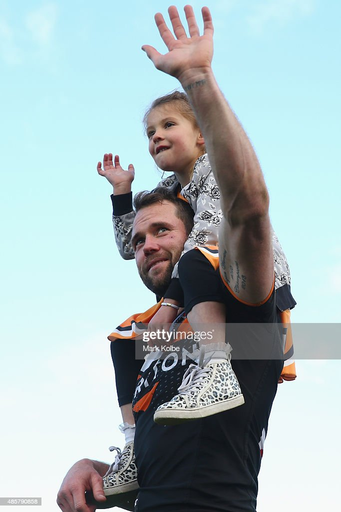 Pat Richards of the Wests Tigers waves to the crowd after the Tigers last home game of the season during the round 25 NRL match between the Wests Tigers and the New Zealand Warriors at Campbelltown Sports Stadium on August 30, 2015 in Sydney, Australia.