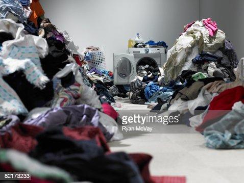 Weg durch mehrere Kleidung in Wäscherei : Stock-Foto