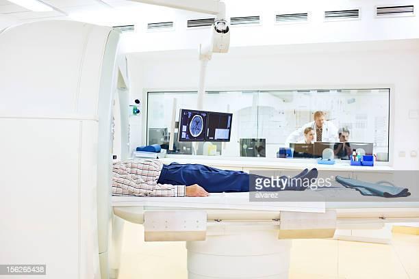 Heilbehandlung werden eine Katze oder Magnetresonanztomographie