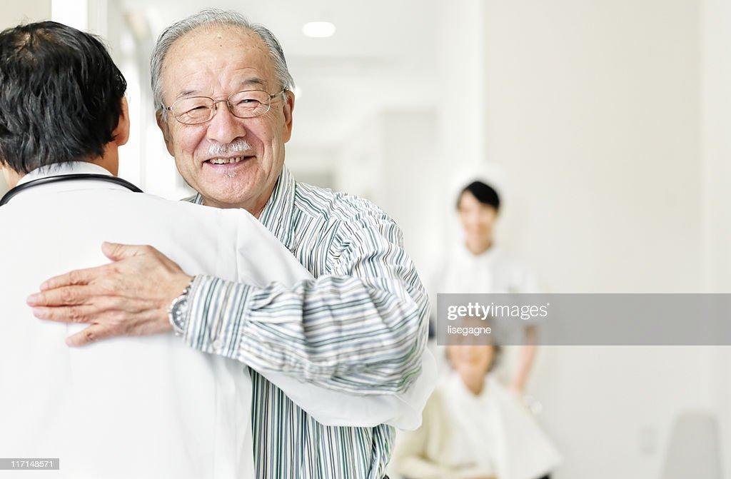 Paziente che grazie al suo medico : Stock Photo