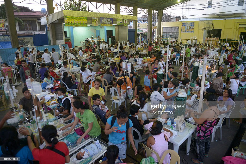 Patients are treated at a temporary shelter following a 7.1-magnitude quake in Cebu on October 15, 2013. A powerful earthquake killed at least 73 people on October 15 as it tore down modern buildings, destroyed historic churches and triggered terrified stampedes across popular tourist islands in the Philippines. AFP PHOTO / Jay DIRECTO