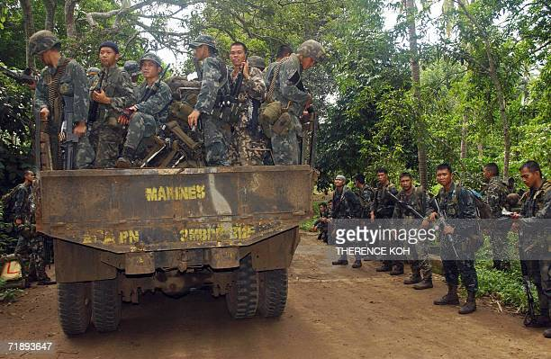 Combat troops from Philippine Marines are deployed in Patikul in southern Jolo island 14 September 2006 as part of the massive military operations...