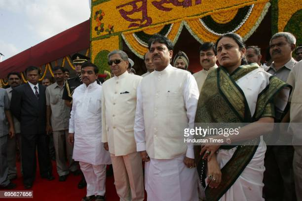 R Patil SM Krishna and Vilasrao Deshmukh with wife