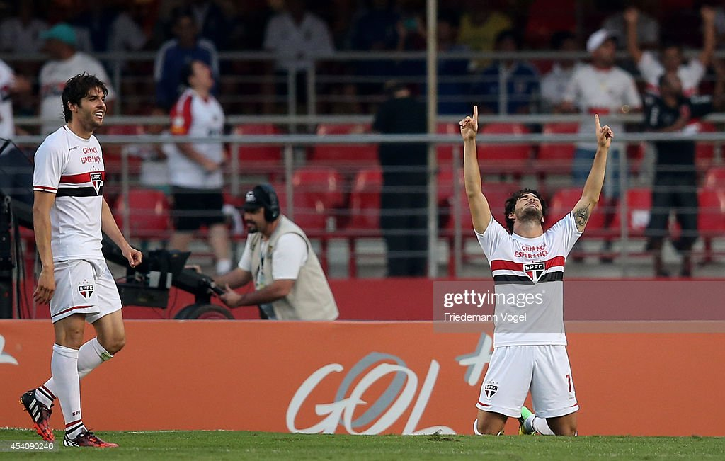 Pato (R) of Sao Paulo celebrates scoring the second goal with Kaka (L) during the match between Sao Paulo and Santos for the Brazilian Series A 2014 at Estadio do Morumbi on August 24, 2014 in Sao Paulo, Brazil.