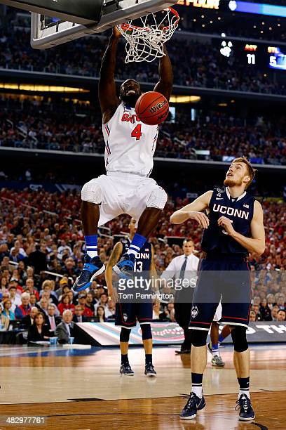 Patric Young of the Florida Gators dunks against the Connecticut Huskies during the NCAA Men's Final Four Semifinal at ATT Stadium on April 5 2014 in...