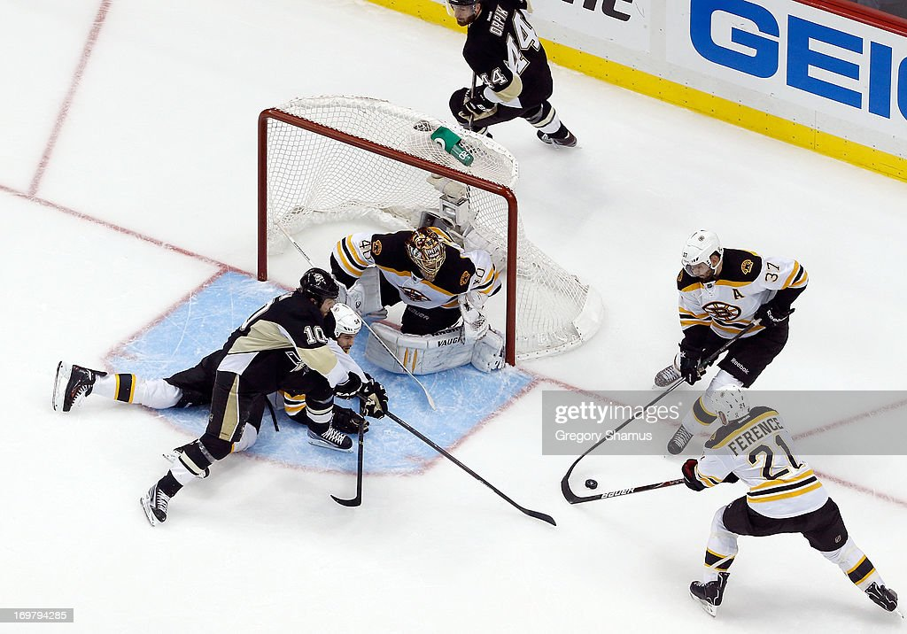 <a gi-track='captionPersonalityLinkClicked' href=/galleries/search?phrase=Patrice+Bergeron&family=editorial&specificpeople=204162 ng-click='$event.stopPropagation()'>Patrice Bergeron</a> #37 of the Boston Bruins and <a gi-track='captionPersonalityLinkClicked' href=/galleries/search?phrase=Andrew+Ference&family=editorial&specificpeople=202264 ng-click='$event.stopPropagation()'>Andrew Ference</a> #21 reach for the loose puck in front of <a gi-track='captionPersonalityLinkClicked' href=/galleries/search?phrase=Brenden+Morrow&family=editorial&specificpeople=202256 ng-click='$event.stopPropagation()'>Brenden Morrow</a> #10 of the Pittsburgh Penguins in Game One of the Eastern Conference Final during the 2013 NHL Stanley Cup Playoffs at Consol Energy Center on June 1, 2013 in Pittsburgh, Pennsylvania.