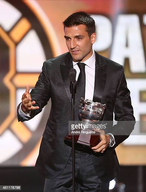 Patrice Bergeron of the Boston Bruins speaks onstage after winning the Frank J Selke Trophy during the 2014 NHL Awards at the Encore Theater at Wynn...