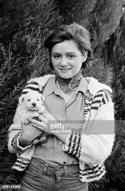 Patricia Belmondo fille de l'acteur JeanPaul Belmondo dans une propriété de la région parisienne en France en février 1975