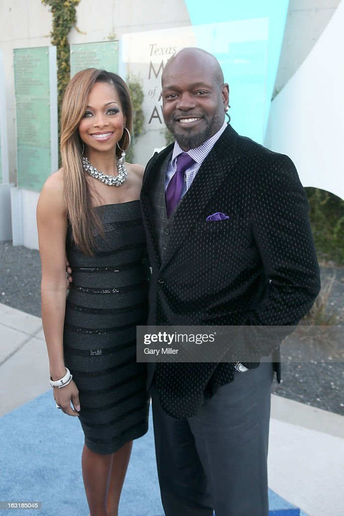 Patricia Smith (L) and <a gi-track='captionPersonalityLinkClicked' href=/galleries/search?phrase=Emmitt+Smith&family=editorial&specificpeople=201615 ng-click='$event.stopPropagation()'>Emmitt Smith</a> walk the red carpet before the Texas Medal of Arts Awards show at The Long Center on March 5, 2013 in Austin, Texas.