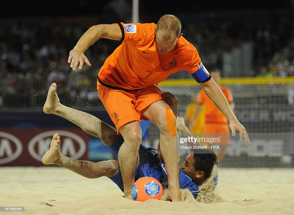 Patrick Ax of Netherlands is challenged by Elmer Robles during the FIFA Beach Soccer World Cup Tahiti 2013 Group B match between El Salvador and Netherlands at the Tahua To'ata stadium on September 21, 2013 in Papeete, French Polynesia.