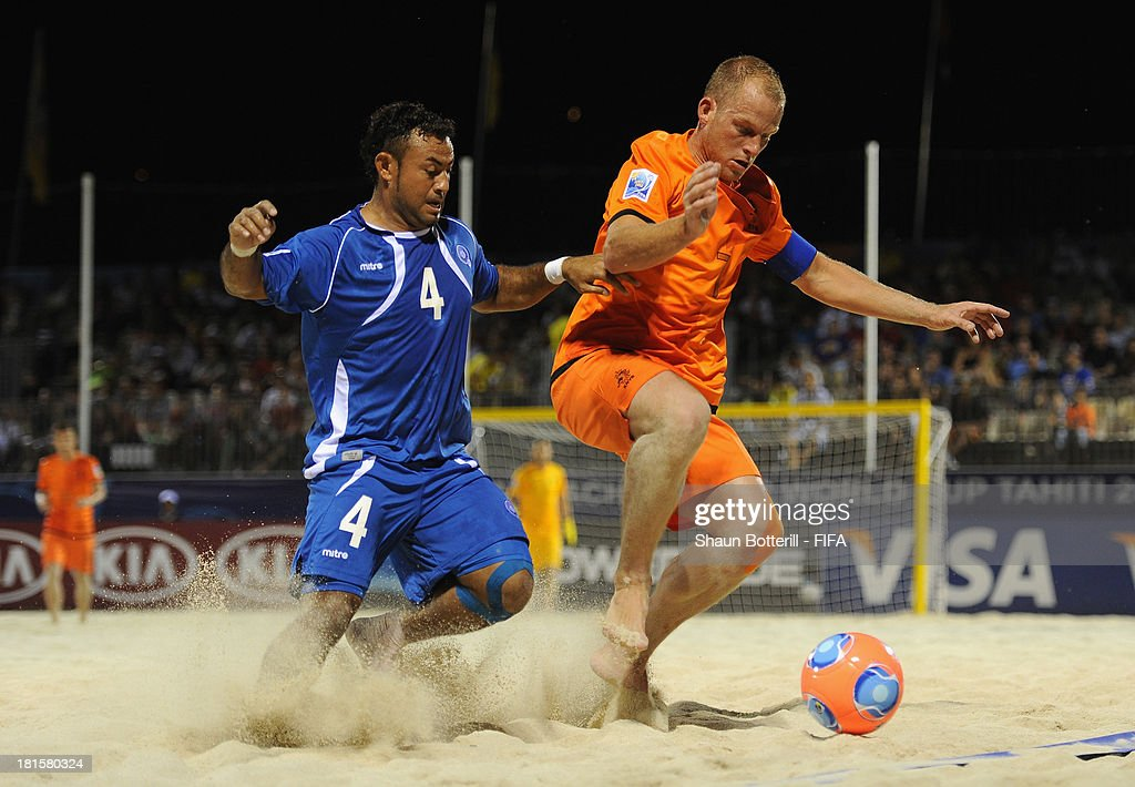 Patrick Ax of Netherlands is challenged by Tomas Hernandez during the FIFA Beach Soccer World Cup Tahiti 2013 Group B match between El Salvador and Netherlands at the Tahua To'ata stadium on September 21, 2013 in Papeete, French Polynesia.
