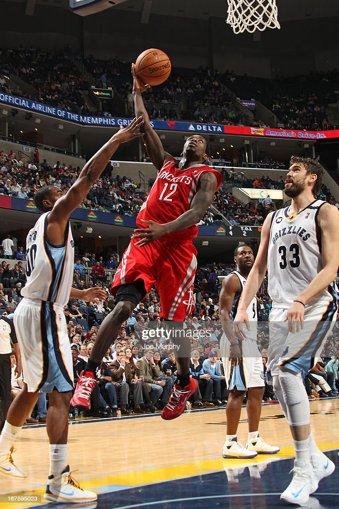 Patrick Beverley #12 of the Houston Rockets goes to the basket between <a gi-track='captionPersonalityLinkClicked' href=/galleries/search?phrase=Darrell+Arthur&family=editorial&specificpeople=4102032 ng-click='$event.stopPropagation()'>Darrell Arthur</a> #00 and <a gi-track='captionPersonalityLinkClicked' href=/galleries/search?phrase=Marc+Gasol&family=editorial&specificpeople=661205 ng-click='$event.stopPropagation()'>Marc Gasol</a> #33 of the Memphis Grizzlies on March 29, 2013 at FedExForum in Memphis, Tennessee.