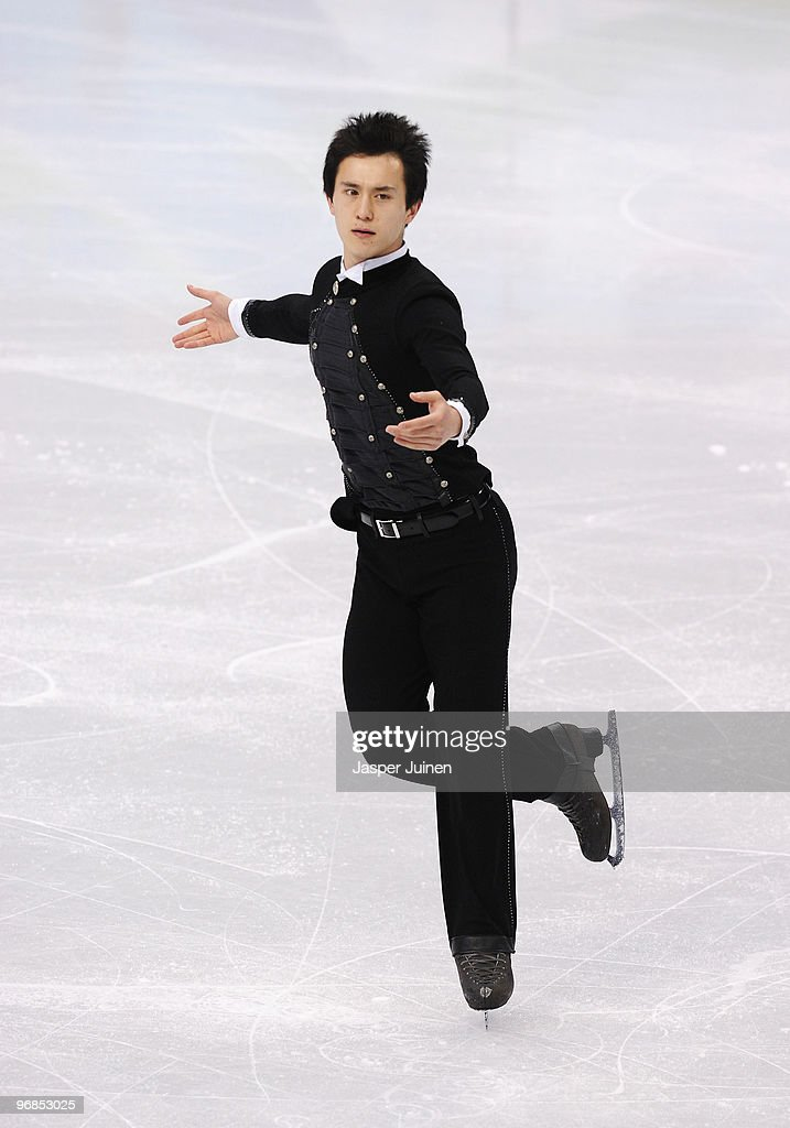 <a gi-track='captionPersonalityLinkClicked' href=/galleries/search?phrase=Patrick+Chan&family=editorial&specificpeople=4036503 ng-click='$event.stopPropagation()'>Patrick Chan</a> of Canada competes in the men's figure skating free skating on day 7 of the Vancouver 2010 Winter Olympics at the Pacific Coliseum on February 18, 2010 in Vancouver, Canada.