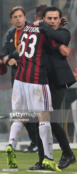 Patrick Cutrone of AC Milan celebrates his goal with his coach Vincenzo Montella during the UEFA Europa League group D match between AC Milan and HNK...