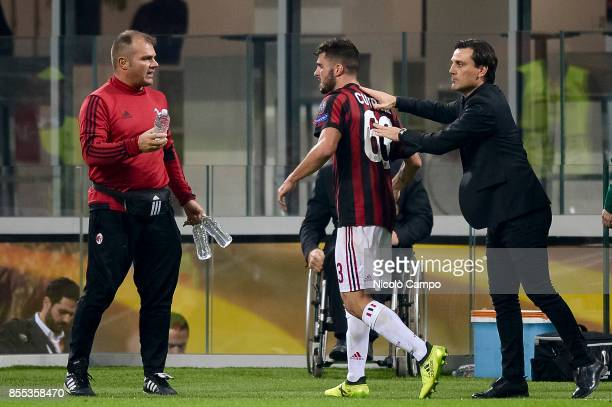 Patrick Cutrone of AC Milan celebrates with his coach Vincenzo Montella after scoring a goal during the UEFA Europa League Group D match between AC...