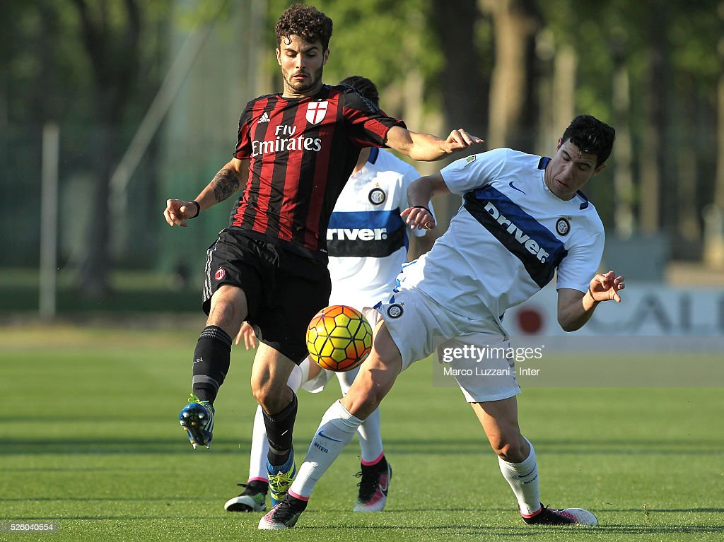 Patrick Cutrone of AC Milan competes for the ball with Mattia Bonetto of FC Internazionale Milano during the juvenile match between AC Milan and FC Internazionale at Centro Sportivo Giuriati on April 29, 2016 in Milan, Italy.