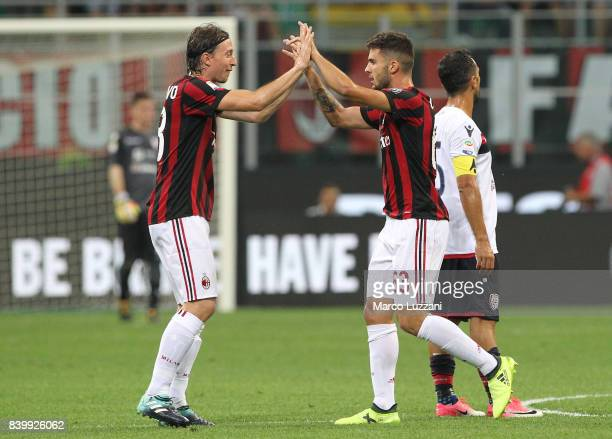 Patrick Cutrone of AC Milan elebrates with his teammate Riccardo Montolivo after scoring the opening goal during the Serie A match between AC Milan...