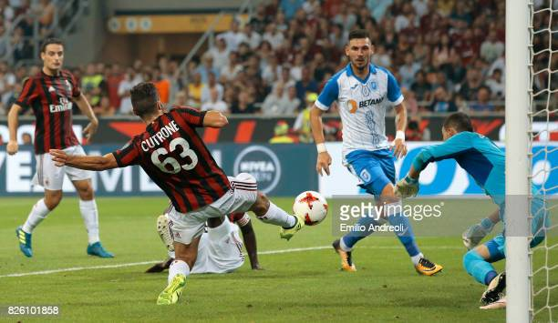 Patrick Cutrone of AC Milan scores his goal during the UEFA Europa League Third Qualifying Round Second Leg match between AC Milan and CSU Craiova at...