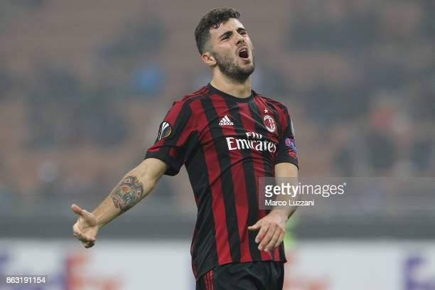 Patrick Cutrone of AC Milan shows his dejection during the UEFA Europa League group D match between AC Milan and AEK Athens at Stadio Giuseppe Meazza...