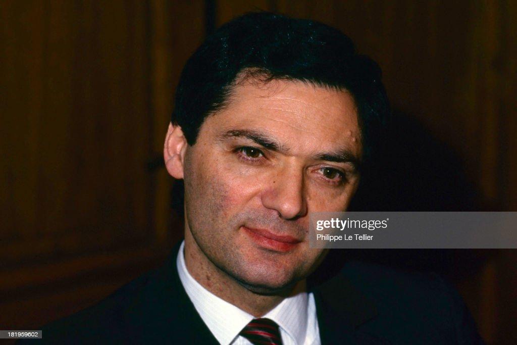 Patrick Devedjian, politician of the RPR group during a dinner, Paris, France, 1989 (Photo by Philippe Le Tellier/Getty Images) Patrick Devedjian, RPR au cours d'un diner , Paris, France, 1989,
