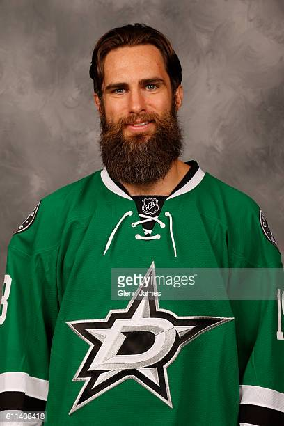Patrick Eaves of the Dallas Stars poses for his official headshot for the 20162017 season on September 22 2016 at the Dr Pepper Star Center in Frisco...