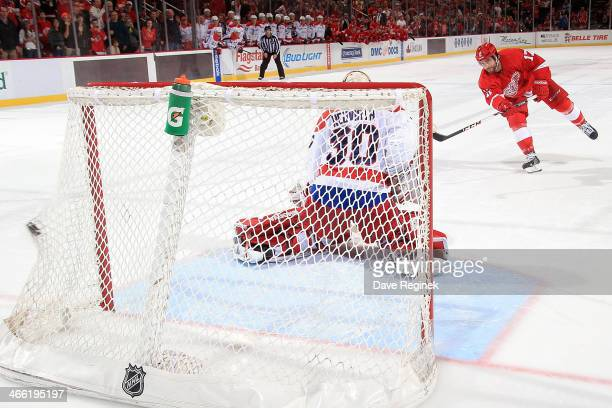 Patrick Eaves of the Detroit Red Wings beats Michal Neuvirth of the Washington Capitals in the 7th round of a shootout to score the winning goal...