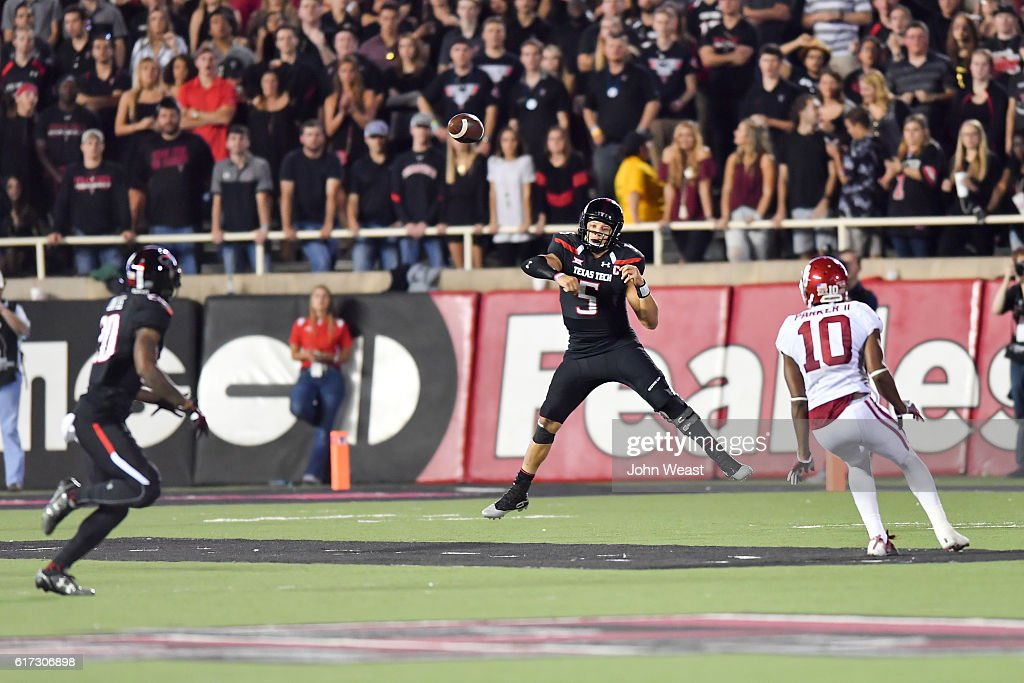 Patrick Mahomes II #5 of the Texas Tech Red Raiders passes the ball during the first half of the game against the Oklahoma Sooners on October 22, 2016 at AT&T Jones Stadium in Lubbock, Texas.