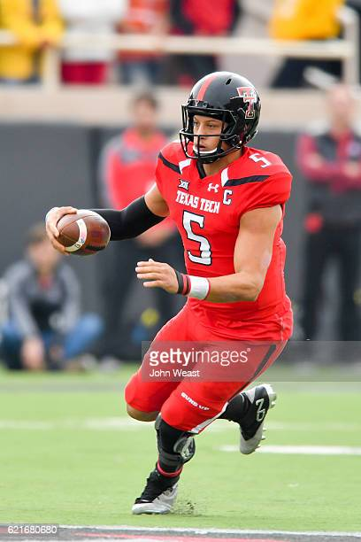 Patrick Mahomes II of the Texas Tech Red Raiders runs with the ball during the game against the Texas Longhorns on November 5 2016 at ATT Jones...