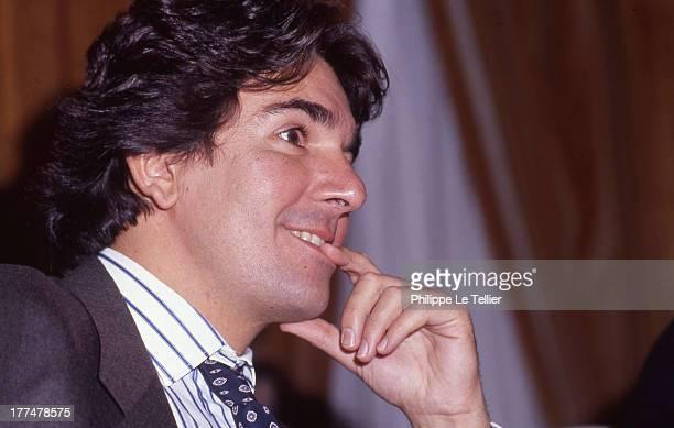Patrick Roy presenter of issuance fair price on the television channel TF1 in 1989 France Patrick Roy presentateur de l emission le juste prix sur la...