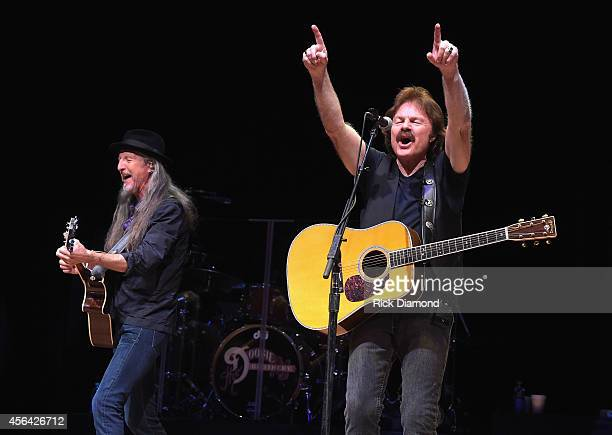 Patrick Simmons and Tom Johnston of The Doobie Brothers perform onstage at the Honors Awards Ceremony during Day 4 of the IEBA 2014 Conference on...