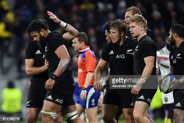 Patrick Tuipulotu of New Zealand celebrates a try during the rugby test match between France and New Zealand at Stade des Lumieres on November 14...