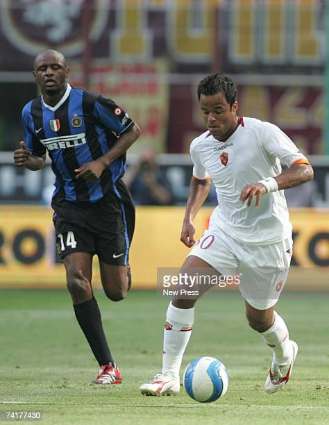 Patrick Vieira of Inter Milan tracks Alessandro Mancini during the Coppa Italia final second leg match between Internazionale and Roma at the Stadio...