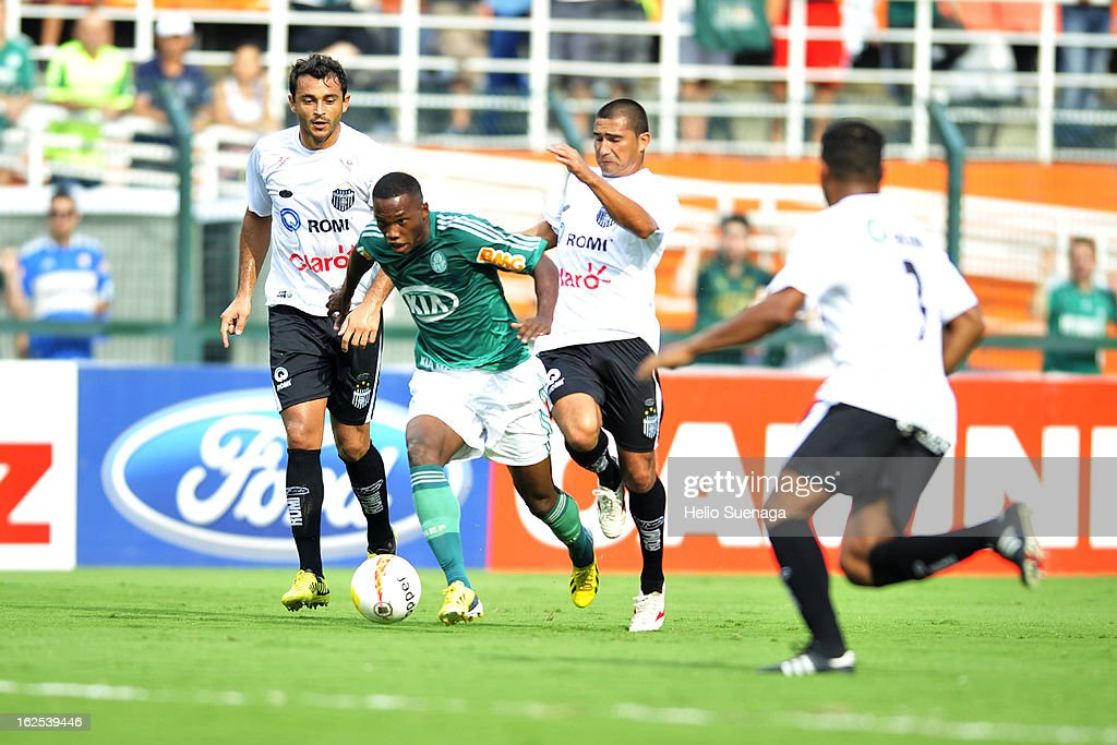 Patrick Vieira (C) of Palmeiras in action during a match between Palmeiras and UA Barbarense as part of the Paulista Championship 2013 at Pacaembu Stadium on February 24, 2013 in Sao Paulo, Brazil.