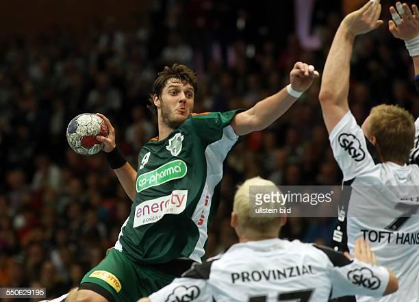 Patrick Wiencek Mait Patrail Rene Toft Hansen Zweikampf Aktion Spielszene TSV Hannover Burgdorf Die Recken THW Kiel Sport Handball SwissLife Hall...