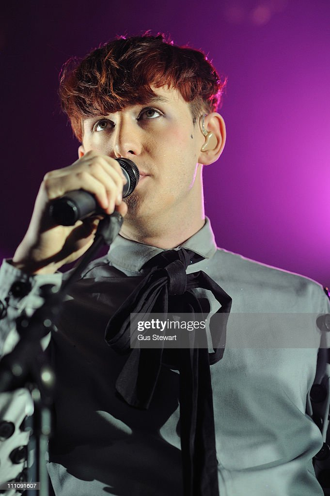 Patrick Wolf Performs