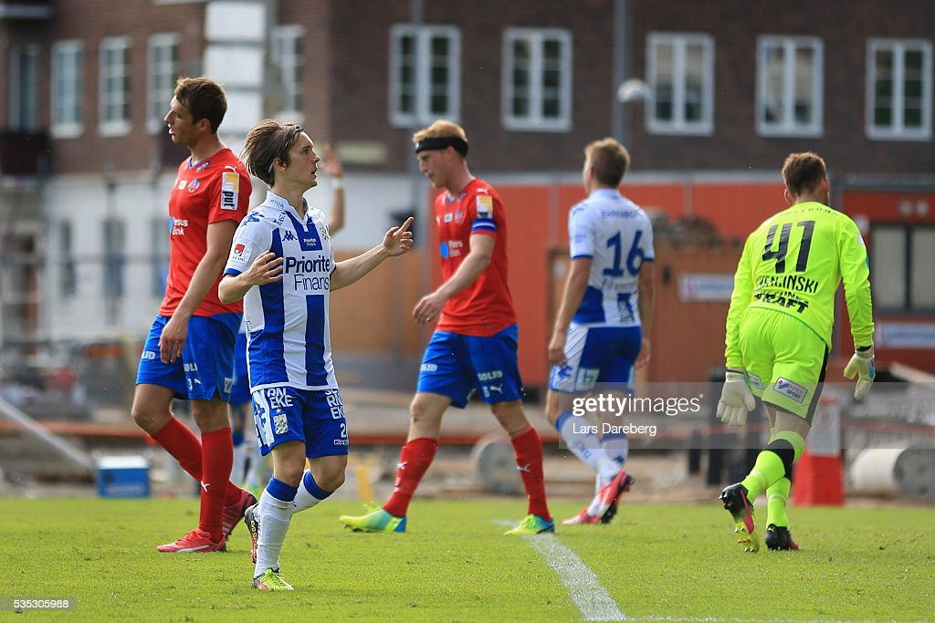 Patrik Karlsson Lagemyr of IFK Goteborg celebrate his 2-0 gola during the Allsvenskan match between Helsingborgs IF and IFK Goteborg at Olympia on May 29, 2016 in Helsingborg, Sweden.